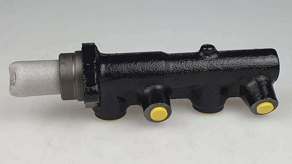 Hoofdremcilinder 700 / 900 ZONDER ABS
