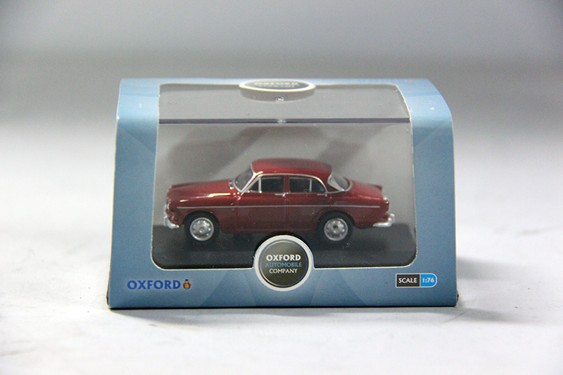 Volvo Amazon 4-drs  rood 1:76