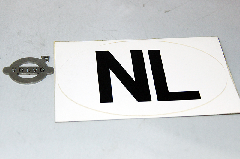 NOS NL sticker wit ovaal. Afmetingen: 172 x 112 mm.